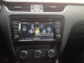 Установка штатного головного устройства в Skoda Octavia 2013