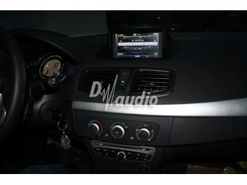 Установка штатного головного устройства в Renault Megane